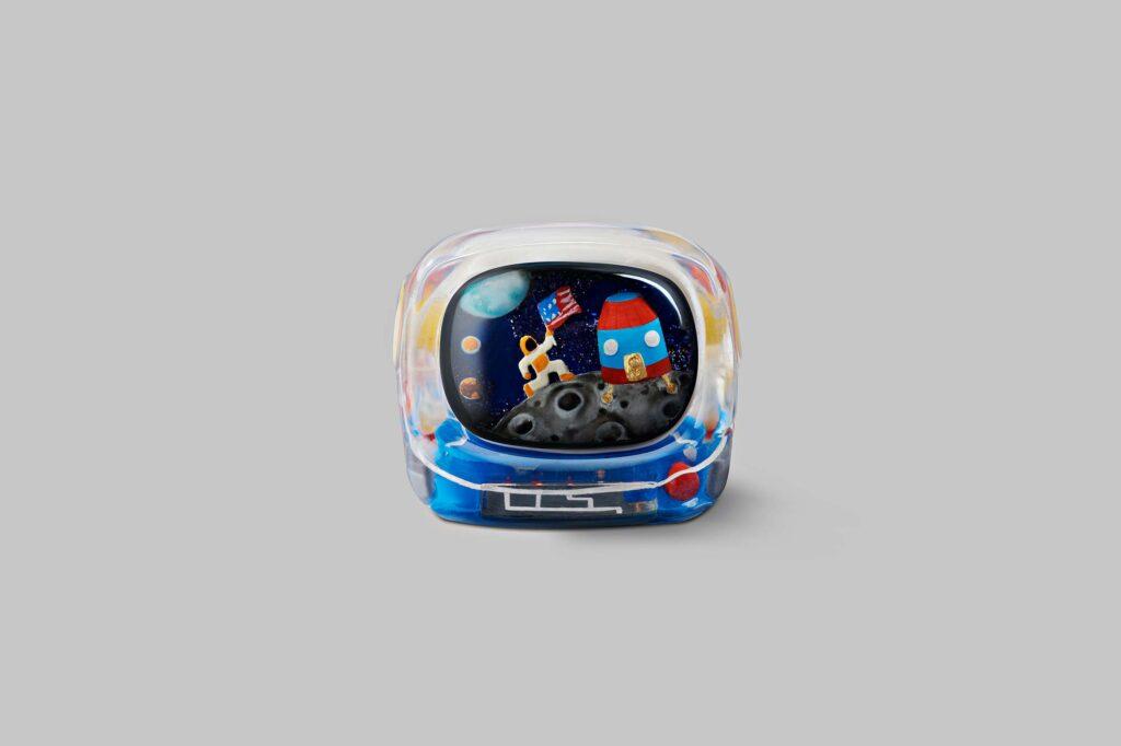 retro tv series – life on planets artisan keycap 034